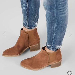 Crevo chelsea ankle leather boots